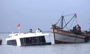 Trục vớt tàu cao tốc triệu USD bị nạn trên biển Cần Giờ