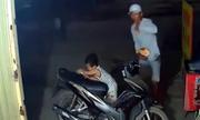 Người nước ngoài bình luận vụ bé trai Việt Nam bị cướp điện thoại