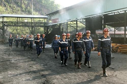 Khai trường Công ty than Hạ Long nằm trên địa bàn TP Cẩm Phả, Quảng Ninh. Ảnh: Cao Quỳnh
