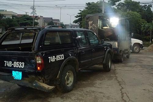 Xe chở gỗ lậu lao vào ôtô của kiểm lâm