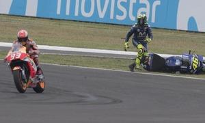 Marquez quệt xe, khiến Rossi bỏ cuộc ở GP Argentina