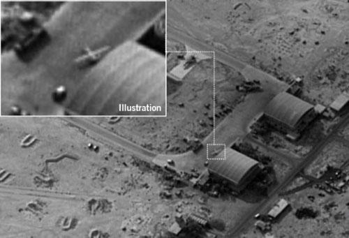 Ảnh vệ tinh của Israel cho thấy một chiếc UAV tại căn cứ không quân T-4. Ảnh: IDF.