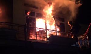 Kho hàng 1.000 m2 cháy lan sang 3 nhà dân