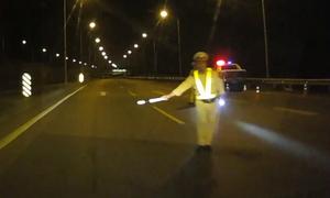 CSGT dừng xe ban đêm - quá nguy hiểm cho tài xế