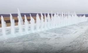 Phá băng bằng thuốc nổ trên sông Hắc Long Giang