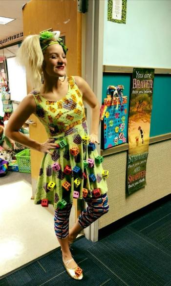 Chiếc váy là công cụ để ShaRee Castlebury dạy Toán cho học sinh.