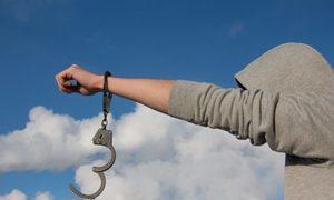 Tù treo khác biệt thế nào với hình phạt cải tạo không giam giữ?