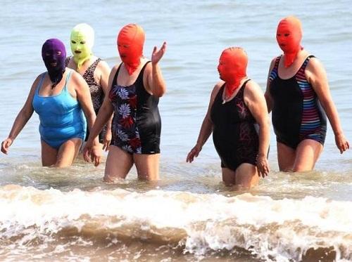Khi ninja đi tắm biển.