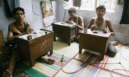 Hơn 70 trẻ em được giải cứu khỏi Rajkot, một trong những trung tâm chế tác trang sức nổi tiếng Ấn Độ. Ảnh: AFP.