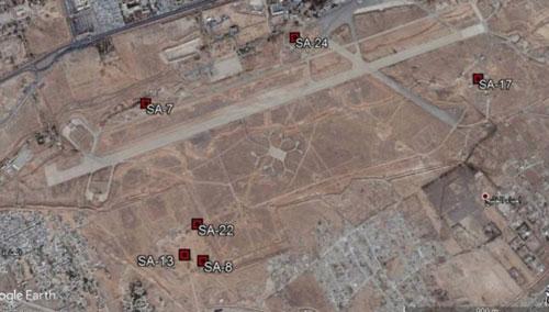 Các tổ hợp phòng không được bố trí quanh căn cứ không quân Mezzeh của Syria. Ảnh: Zaman Al Wasl.