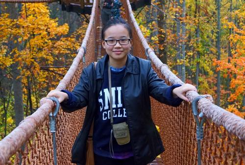 Celia Le là học sinh xuất sắc của trường THPT Hernando, bang Mississippi (Mỹ). Ảnh: NVCC