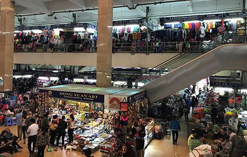 Chợ Đồng Xuân hiện có hơn 2000 sạp hàng. Ảnh: Phạm Dự.