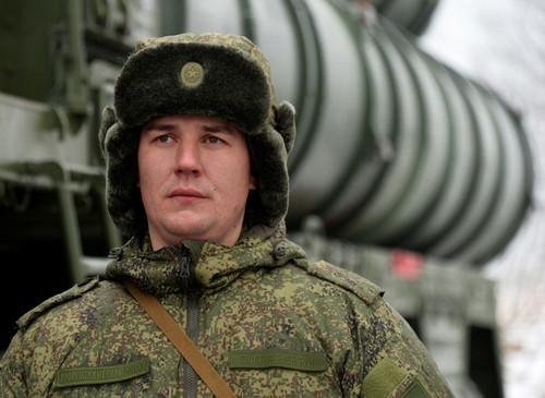 Sĩ quan vận hành tổ hợp S-400 tại Quân khu miền Đông Nga. Ảnh: Sputnik.