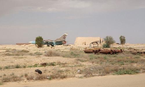 Cường kích Su-24 tại căn cứ T-4 sau cuộc tấn công. Ảnh:Riafan.