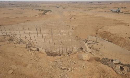 Một nhà chứa máy bay bị trúng tên lửa trong vụ tấn công hôm 9/4. Ảnh: Riafan.