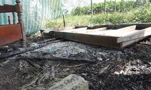 Người dân ở Thanh Hóa ném bom xăng xua đuổi cát tặc