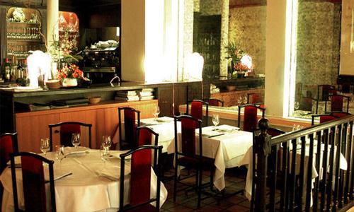 Bên trong nhà hàng Tân Định ở Paris. Ảnh: Lafourchette.