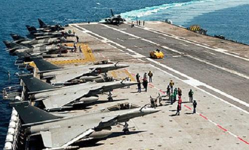 Tàu sân bay Charles de Gaulle của Pháp trong chiến dịch không kích Libya cùng Mỹ năm 2011. Ảnh: AFP.