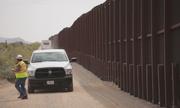 Mỹ xây đoạn tường biên giới 73 triệu USD giáp Mexico