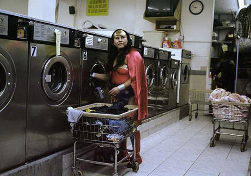 Khi nữ thần chiến binh đi giặt quần áo.