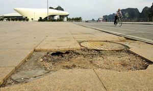 Quảng trường 60 tỷ đồng sụt lún, nứt vỡ ở Quảng Ninh