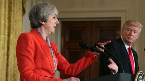 Thủ tướng Anh Theresa May (trái) trong cuộc họp báo chung với Tổng thống Mỹ Donald Trump năm 2017. Ảnh: Reuters.