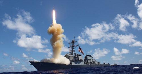 Tàu chiến Mỹ khai hỏa tên lửa hành trình Tomahawk trong một cuộc diễn tập. Ảnh: USNavy.