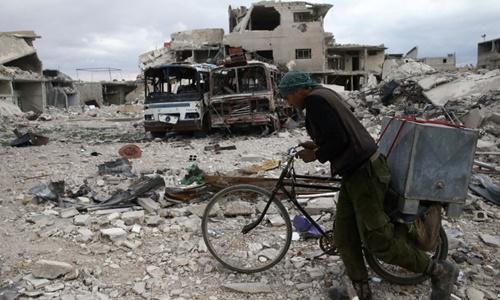 Khung cảnh đổ nát tại thị trấn Douma ngày 30/3. Ảnh: Reuters.