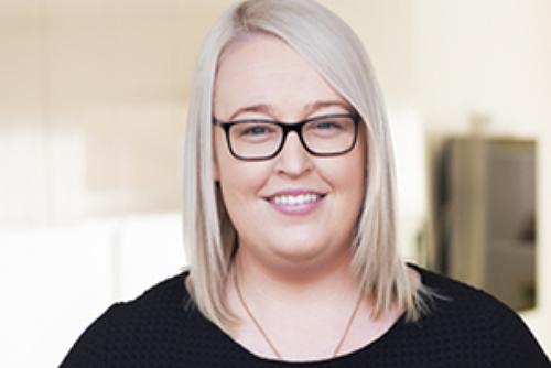 Cô gái Australia giả bị ung thư, lừa hơn 30.000 USD tiền quyên góp