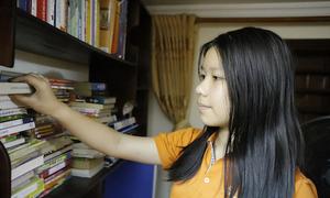 Nữ sinh làm bài văn điểm 10 trong 40 phút