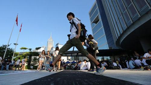 Học sinh tại mộ trường học ở Hong Kong. Ảnh: SCMP.