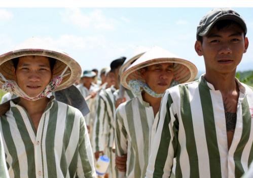 Các phạm nhân ở trại giam Thủ Đức (tỉnh Bình Thuận)được đặc xá năm 2015. Ảnh: Quốc Thắng