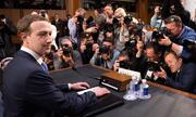 Dân Mỹ đổ xô đi xem ông chủ Facebook điều trần
