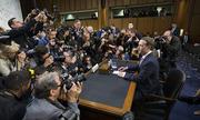 Ông chủ Facebook ngồi trên đệm dày 10 cm điều trần tại quốc hội