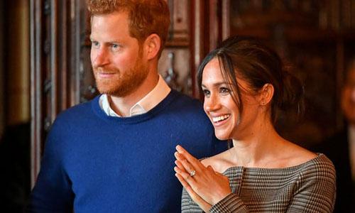 Hoàng tử Harry và hôn thê Meghan Markle tới thăm lâu đài Cardiff Castle hồi tháng một. Ảnh: Reuters.