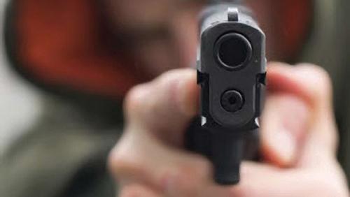 Người đàn ông trình báo bị con nợ dùng súng cướp tài sản
