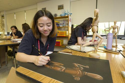 Chương trình mỹ thuật tại trường cho phép học sinh thoả sức sáng tạo.