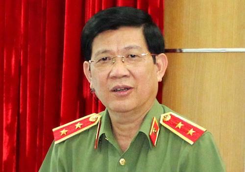 Trung tướng Nguyễn Văn Sơn, Thứ trưởng Bộ Công an trình bày tờ trình Luật Đặc xá sửa đổi. Ảnh: PV