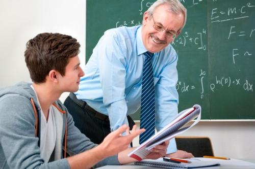 Giáo viên bản địa sẽ giúp bạn có được bài tự luận và CV thuyết phục.