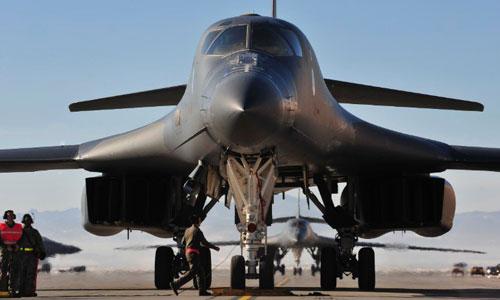 Oanh tạc cơ B-1B Mỹ có thể phóng tên lửa không đối đất tầm xa JASSM. Ảnh: CNN.