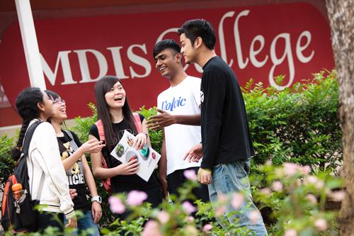 Học sinh sẽ lắng nghe những chia sẻ, giải đáp thắc mắc về ngành nghề, điều kiện tuyển sinh từ đại diện học viện và các cựu sinh viên MDIS.