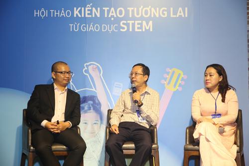Bàn tròn thảo luận về phương pháp giáo dục STEM với sự tham gia của anh Lê Đình Hiếu, Thầy Phạm Ngọc Tiến, Cô Lâm Hồng Lãm Thúy.