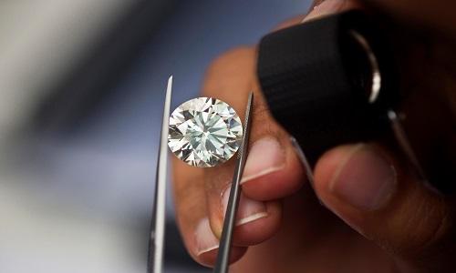Kim cương sản xuất bằng lò vi sóng có thành phần cấu tạo và chất lượng giống kim cương tự nhiên. Ảnh minh họa: Reddit.