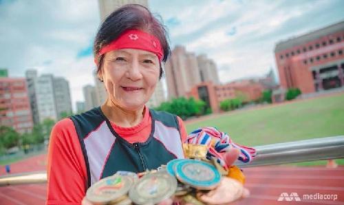 Bà Pan giành được rất nhiều huy chương trong các sự kiện thể thao dành cho người già. Ảnh: Channel News Asia.