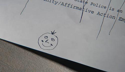 Hình mặt cười nghi phạm để lại trên lá thư.