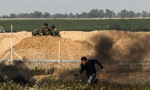 Xạ thủ Israel ăn mừng khi bắn hạ người Palestine