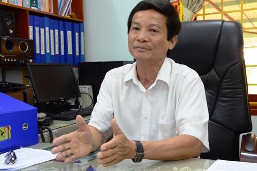 Ông Trương Quang Dũng - Trưởng Phòng Giáo dục huyện Tư Nghĩa trao đổi với báo chí. Ảnh: Phạm Linh.