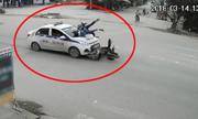 Phụ nữ chá» trẻ em lao qua ngã tÆ° bá» taxi tông vÄng xuá»ng ÄÆ°á»ng