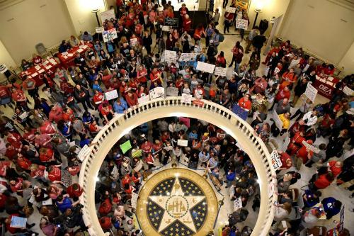 Giáo viên Oklahoma tràn vào tòa quốc hội bang trong nhiều ngày để đòi quyền lợi. Ảnh: Reuters