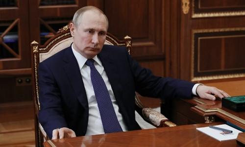 Tổng thống Nga Putin trong cuộc họp tại Moscow ngày 9/4. Ảnh:AFP.